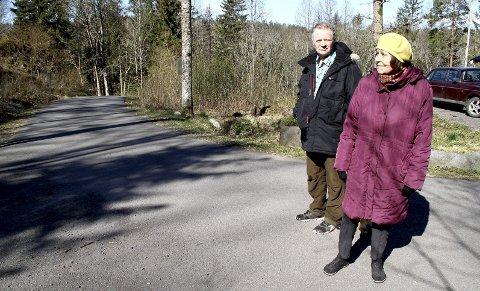 HYGGELIG FORSLAG: Synes Dagrun og Åsmund Menes, henholdsvis datter og barnebarn av Gunnar Fegstad. Foto: Lars Ivar Hordnes