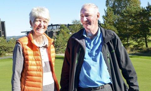 ROS: Påtroppende golfsjef Marit Wiig roste Kragerø golfklubb og lederen Knut Taraldsen for et flott arrangement på et flott anlegg. Begge foto: Nils Jul Lande FOTO: NILS JUL LANDE