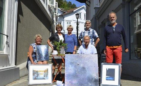 Engasjerte: Torsdag 27. juli holder bymisjonen igjen den tradisjonsrike kunstauksjonen. F.v.: Ingeborg Kivle, Solfrid Rui Slettebakken, Solveig Sundbø, Jon Vestøl, Roger Holte og Per Bjørnar Knutsen.