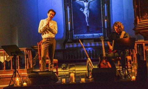 Åpnet: Karl Holte Aarø og Martinius Solum i aksjon i Kragerø kirke. Sammen gjorde de kvelden til en opplevelse.