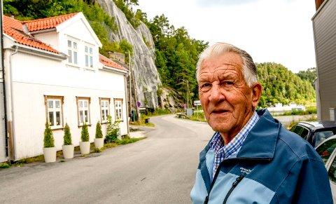 Rolf Skarre på en rundtur på Stilnestangen hvor han er født og oppvi\okst.