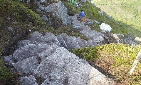 SOLID ARBEID: Slik ser det ut ved Skarsklyp etter at sherpaene har gjort sitt. foto: Kåre Eik