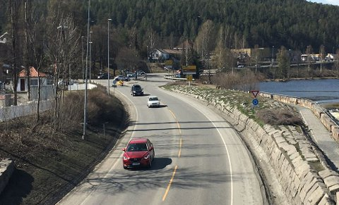 På fylkesvei 40 fra Numedal, som her er gått over i E134 et stykke, kan det blir mer trafikk i ettrmiddag.