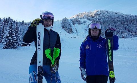 ALPINSUKSESS: Kongsbergjentene Carmen Sofie Nielssen (t.v.) og Anine Thoreen kjørte inn til bronse og sølv i slalåm-NM på Ål. FOTO: PRIVAT