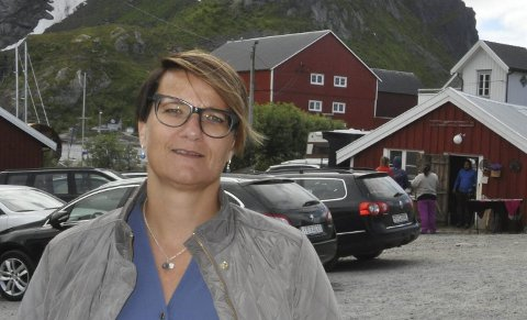 OLJE OG AP: Varaordfører Laila Jusnes Kristiansen i Moskenes er fornøyd med at et stort flertall av fylkeslagene sier nei til oljevirksomhet uten LoVeSe.