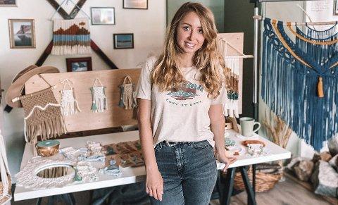 Kamila er lidenskapelig interessert i makramékunst, og skaper mange verk inspirert av Lofoten.