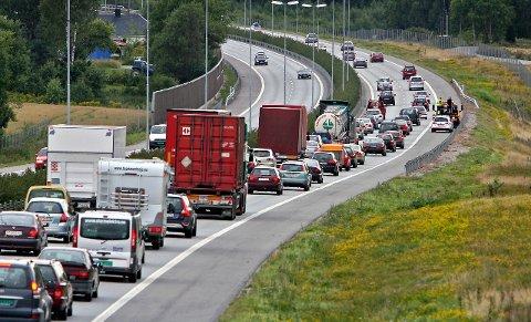 KJEDELIG: Hvis du vil unngå dette er det smart å søke informasjon om trafikkforholdene FØR du legger ut på tur Kristi Himmelfartsdag, oppfordrer veitrafikksentralen.