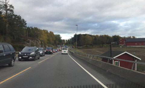 KØ: Køene stod fra pukkverket ved riksvei 19 torsdag.