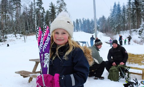 På ski: Kunstsnøløypa ved Noreødegården er blitt en suksess. Viktoria Johnsen synes det er gøy med langrenn.