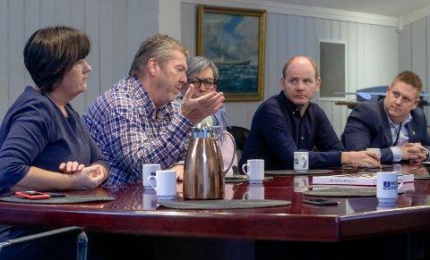Mange Morsa kommuner: Ordfører Tom Anders Ludvigsen ( nr to fra v) vil samarbeid med huseierne om rensing. Ordførerne  Reidar Kaabbel (Våler), Rene Rafshol (Råde), Inger-Lise Skartlien (Rygge),  og Hanne Tollerud (Moss) omfattes også av Vannområdet Morsa.