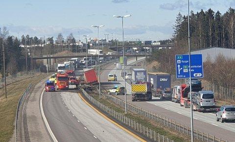 Trafikkulykken skapte trafikkutfordringer på E6 ved Råde.