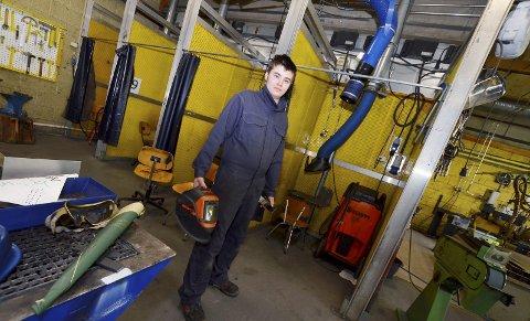 På verkstedet: Christer Aaboen Kolden på verkstedet på den videregående skolen på Otta.