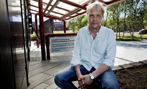 - DRAMATISK: Nesten halvparten av de spurte i Nordlys' undersøkelse, ønsker å stenge grensen over Storskog. - Dramatisk, sier statsviter Kjell Arne Røvik ved Universitetet i Tromsø.