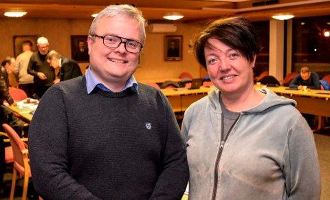 BLÅGRØNT: - Vi må tørre å ta grep, sa Venstres Juel Sagbakken, her sammen med Høyres Ann Kristin Dybhavn. Høyre og Venstre hadde samlet seg om felles budsjettforslag i Søndre Land