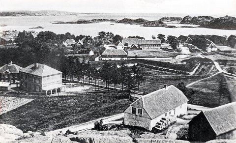 BANEVEIEN. Gamle bilder fra Baneveien og dens omgivelser. De daværende skolebygningene (t.v.) og det gamle murhuset ved foten av Søndre Blokkhusfjell, der det har vært både bakeri, garnfabrikk og skofabrikk.
