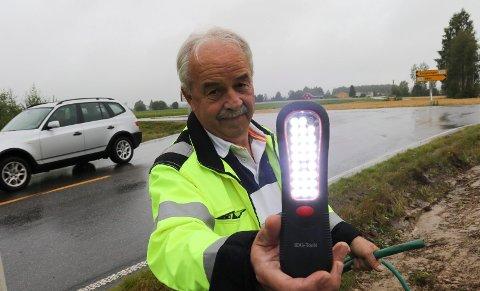 LYSER SNART: – Det er et etterlengtet lysprosjekt som nå snart er ferdigbygd, sier driftssjef Ove Johnny Dybendal i Åsnes kommune. Det er Snålroa-krysset som endelig skal få veglys.
