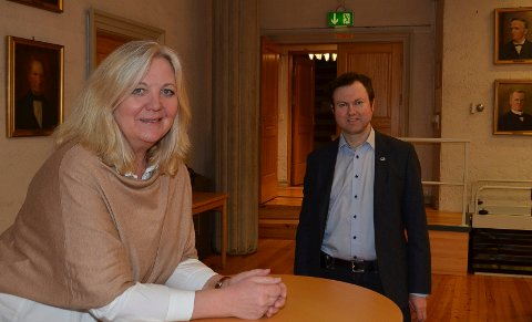IKKE FORNØYD: Ordfører Lillian Skjærvik (Ap) slår fast at Elverum kommune verken hadde ressurser til å søke om penger eller arrangere sommerskole. Yngve Sætre (H) er ikke fornøyd med svaret.