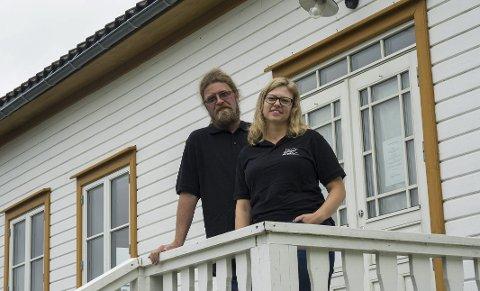 ALTOPPSLUKENDE: Tom Erik Økland og Vigdis Saga Kjørholt vil selge selskapet Langøya Hovedgård. Selv om hun er sliten, utelukker ikke Kjørholt at hun vil savne tiden på Langøya. – Det blir nok litt rart å forlate prosjektet. Det har definitivt vært altoppslukende.