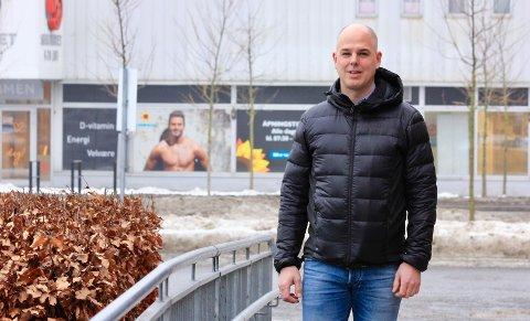 VESTSIDA: Etter sju år Heistad, flyttet 45-årige Narve Bråten over til Vestsiden Legesenter i 2019.