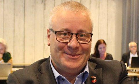 – Jeg ber ordføreren redegjøre for hvordan helsetjenestene i kommunen følger opp personer som har fått påvist korona, sier Bård Hoksrud i Frp foran møte i Bamble kommunestyre torsdag.