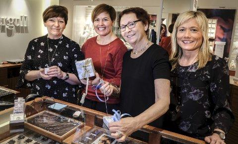 Tidligere ute: På Mestergull har de merket at mange kommer tidligere for å kjøpe gaver enn før. F.v. Ragnhild Høyvåg, Rita Jakobsen, Anita Glistrup og Marit Grønli. Foto: Øyvind Bratt