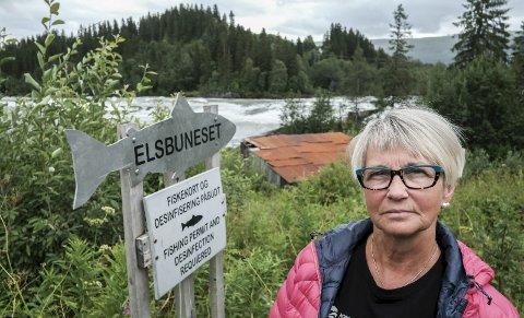LIKER IKKE: Leder Ragnhild R Brennslett i Norske lakselever liker ikke at fremmedfisken pukkellaks har inntatt Ranelva og mange andre norske elver i år. Foto: Øyvind Bratt