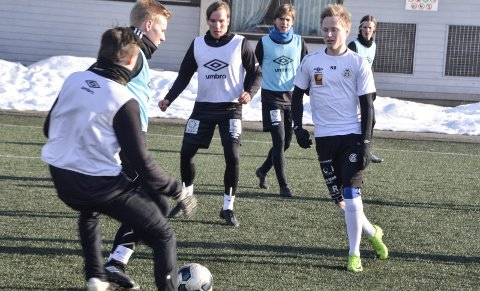 SNART TILBAKE: Niklas Bakksjø (t.h.) er snart tilbake for Mo IL, men rekker ikke cupkampen mot Fauske/Sprint på Fauske torsdag. Foto: Trond Isaksen