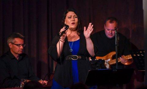 Jill Larsdotter: Hun er musiker bosatt på Lovund, og en av de utvalgte prosjektene. Her fra en konsert på  Bakeribyggfestivalen 2018.