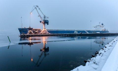 Stoppen ved Ferroglobe Mangan Norge vil føre til at nesten all bruk av Bulkterminalen opphører. Det vil gi Mo i Rana havn et betydelig inntektstap.