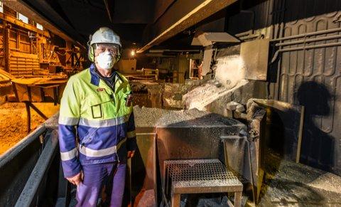 - Vi er glade for at vi nå har fått full drift på en ovn, men vi venter enda på klarsignal for å starte opp ovn to og få alle mann i arbeid, sier verksdirektør Roar Bustnes i Ferroglobe Mangan Norge AS.