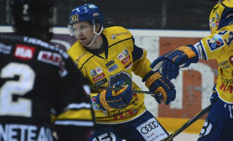 Bitter exit: Lars Løkken Østli og Storhamar måtte innse at sesongen var over lørdag.Foto: Petter Sand