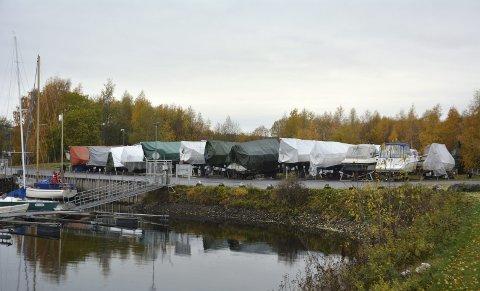 Vinterlagring: Dette blir siste vinteren hvor det er tillatt med vinterlagring av større båter ved båthavna i Brumunddal.