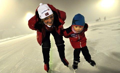 REKRUTTERING: Sportslig leder i Jevnaker Skøyter, Kristin Haugli, gleder seg til sesong på kunstisbanen på Jevnaker. Arkivfoto