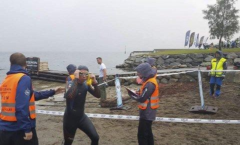 Raskere enn planlagt: Svømmingen over 3,8 kilometer gikk 15 minutter raskere enn Kenneth Nordseth hadde planlagt. Foto: Odd Snellingen