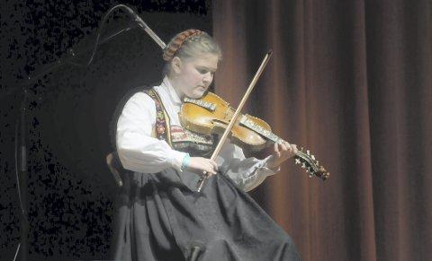 TRAVELT: Birgit Haukaas er student på folkemusikklinja på Rauland. Og hun var både arrangør og deltaker på kappleiken.