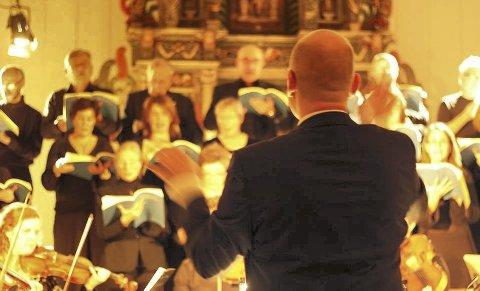 PROSJEKTKOR: Et kor bestående av 27 sangere som er satt sammen for anledningen skal framføre Händels Messias i Gjerdrum kirke på søndag. foto: privat