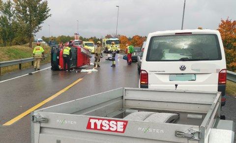 VELTET: Her ligger den ene bilen som var involvert i ulykken. Foto: Espen Nielsen