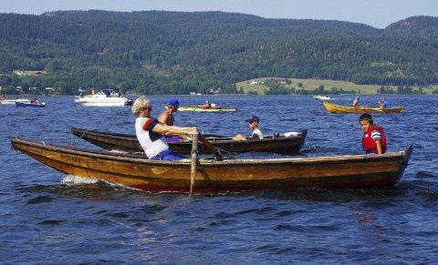 LIGGER PÅ ÅRENE: Kapproingen fra Bogen til Holmsbu samler et sted mellom 15 og 30 deltakende båter. Her fra fjorårets arrangement.ARKIVFOTO: PER D. ZARING