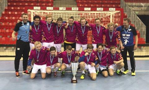 TIL TOPPS: ROS gutter 14 år gikk til topps i Peter Wessel Cup som anses som uoffisielt norgesmesterskap i håndball for aldersbestemte lag.Alle Foto: innsendt