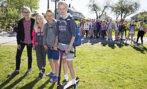 ALLE GÅR: 6. trinn står i spissen for årets gå til skolen-aksjon på Spikkestad barneskole, og på trinnet går eller sykler nå alle elevene som kan og har mulighet.