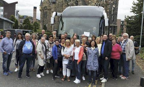 PÅ TUR: Frydenlund Seniorkorps tok turen til Skottland for å fiere sitt 25-årsjubileum, og håper å friste flere til å bli me di korpset.  Foto: Privat