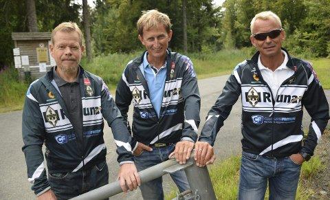 Trio som vil til topps: Svein Hustuft (f.v.) debuterer i Norseman, Osmund Jensen stiller for andre gang, mens Øyvind Bredholt blir trolig første utøver som fullfører for 11. gang. Trioen har som sitt store mål å bli blant de 160 deltagerne som får løpe opp til Gaustatoppen.Foto: Oddvar Børve