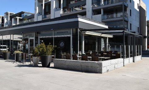STENGT: En restaurant i Sandefjord måtte stenge etter at en ansatt fikk påvist covid-19. Restauranteieren ringte selv til avisa for å fortelle om situasjonen. ARKIVFOTO: Vibeke Bjerkaas