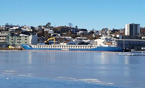 Denne båten kom inn på mandag. Den klarte seg gjennom isen, som for øvrig er sjelden tykk i Gandsfjorden.