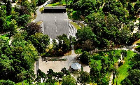 Grete Moræus Stray skriver om sitt eget og andre sarpingers forhold til Kulåsparken i dette innlegget. «Kjære Kulåsparken vår! Du har vært og er en viktig del av livene våre. Vi ønsker jo at du er trygg, vakker og grønn. Du ligger i en by som er i utvikling, og vi skal sørge for at du henger med oss i tiden», skriver hun. (Foto: Jarl M. Andersen)
