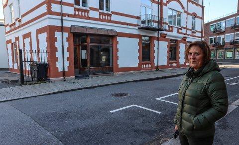 LOPPER I PELLYGATA: Korpsleder Inger-Lise Bergerud-Karlsen gleder seg til å åpne loppebutikk i Pellygata 80.