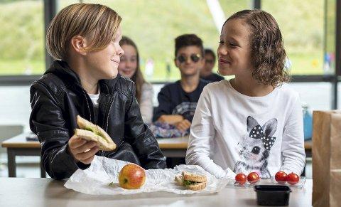 Leon og Lana i 5. klasse på Gjellerås skole i Skedsmo var blant dem som deltok i forsøksprosjektet med gratis skolemat i høst.