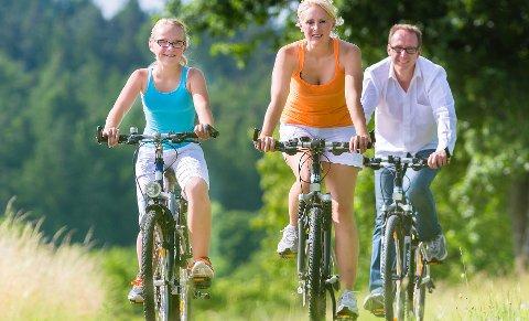 Det er altfor mange som sykler uten hjelm, mener Trygg Trafikk.