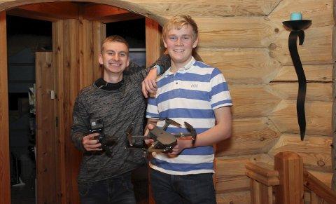 Morer seg: Erlend Moberget (17) og Sindre Reinfjord (16) har filming som hobby, men har allerede vunnet konkurranser.