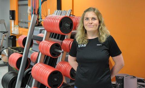 TRAVEL HVERDAG: Pia Kristine Enersen jobber blant annet på Skiptvet treningssenter i tillegg til studier i Oslo.